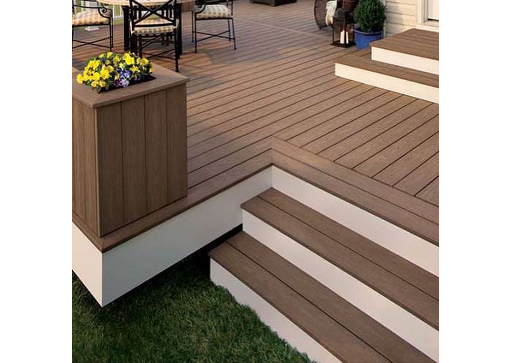 Deck Staining- 4(1)